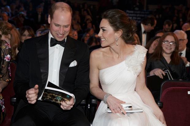 Nhìn lại những khoảnh khắc vui vẻ đáng nhớ của Hoàng gia Anh trong một năm 2019 đầy sóng gió với nhiều lùm xùm, bê bối - Ảnh 1.