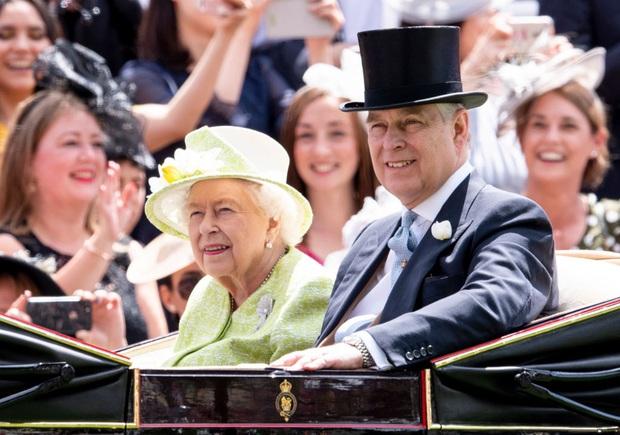 Nhìn lại những khoảnh khắc vui vẻ đáng nhớ của Hoàng gia Anh trong một năm 2019 đầy sóng gió với nhiều lùm xùm, bê bối - Ảnh 9.