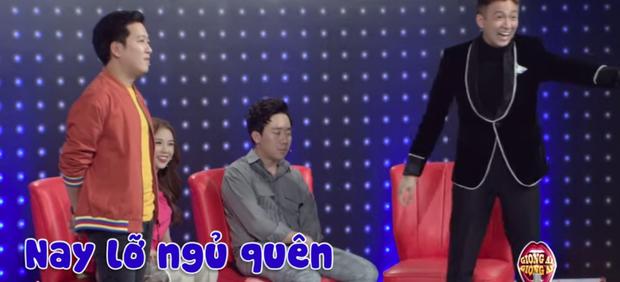 Trấn Thành có không ít lần lộ vẻ mệt mỏi, ngái ngủ khi đang quay show truyền hình - Ảnh 2.