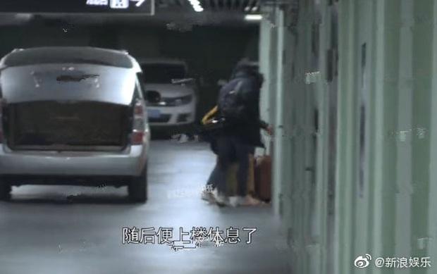 Lưu Thi Thi quay cảnh hôn với Chu Nhất Long, Ngô Kỳ Long tức tốc tới tận phim trường canh chừng vợ - Ảnh 7.