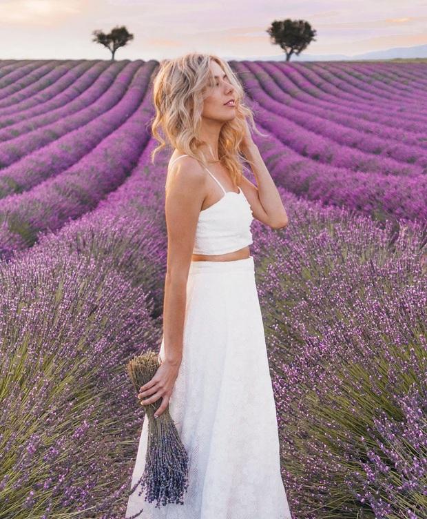 Mãn nhãn trước cánh đồng hoa oải hương đẹp đến ná thở ở Pháp, nơi được nhà mốt Jacquemus lựa chọn làm sàn diễn thời trang cho bộ sưu tập khép lại năm 2019 - Ảnh 3.
