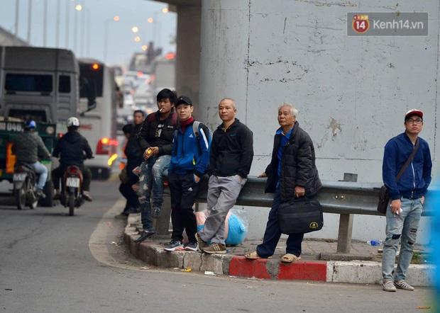 Ảnh: Nhiều tuyến đường cửa ngõ Hà Nội và Sài Gòn ùn tắc nghiêm trọng trong chiều cuối năm - Ảnh 13.