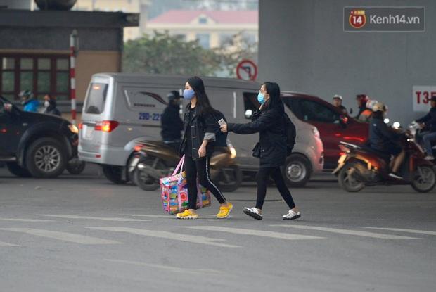 Ảnh: Nhiều tuyến đường cửa ngõ Hà Nội và Sài Gòn ùn tắc nghiêm trọng trong chiều cuối năm - Ảnh 9.