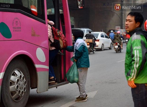 Ảnh: Nhiều tuyến đường cửa ngõ Hà Nội và Sài Gòn ùn tắc nghiêm trọng trong chiều cuối năm - Ảnh 11.