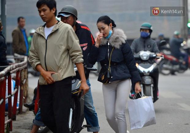 Ảnh: Nhiều tuyến đường cửa ngõ Hà Nội và Sài Gòn ùn tắc nghiêm trọng trong chiều cuối năm - Ảnh 10.