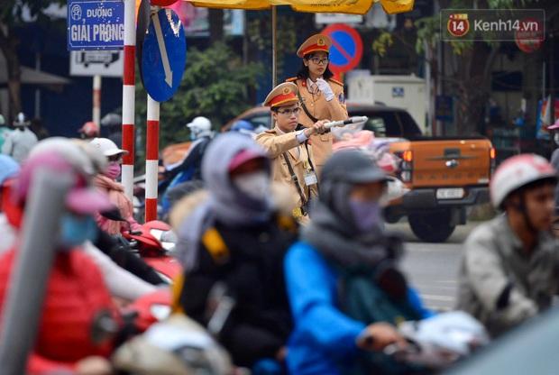 Ảnh: Nhiều tuyến đường cửa ngõ Hà Nội và Sài Gòn ùn tắc nghiêm trọng trong chiều cuối năm - Ảnh 8.