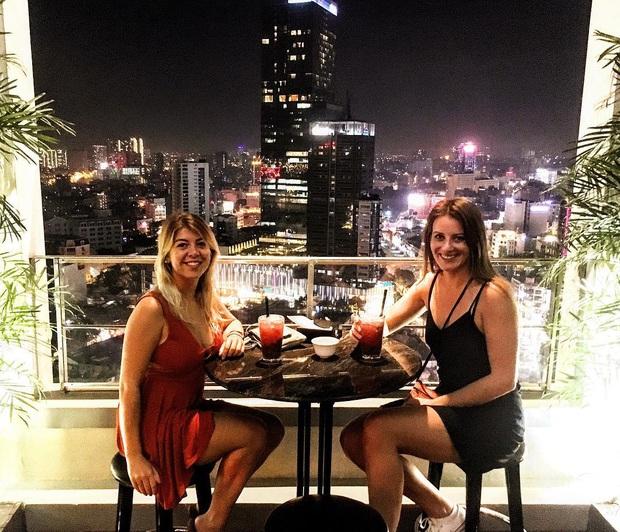 """10 quán cafe bar view đẹp cho hội Sài Gòn tha hồ """"quẩy"""" countdown 2020, ngắm pháo hoa đón năm mới ở đây thì còn gì tuyệt hơn! - Ảnh 18."""