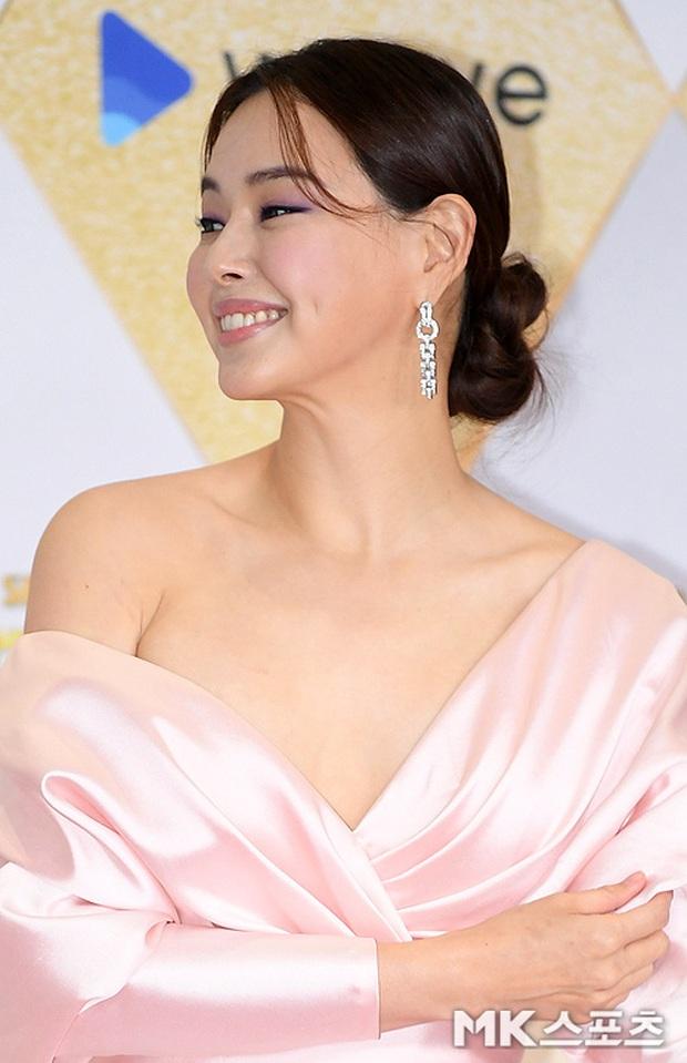 Siêu thảm đỏ SBS Drama Awards 2019: Jang Nara đẹp nức nở, Suzy lấn át cả Hoa hậu Hàn hở bạo và dàn minh tinh quyền lực - Ảnh 10.