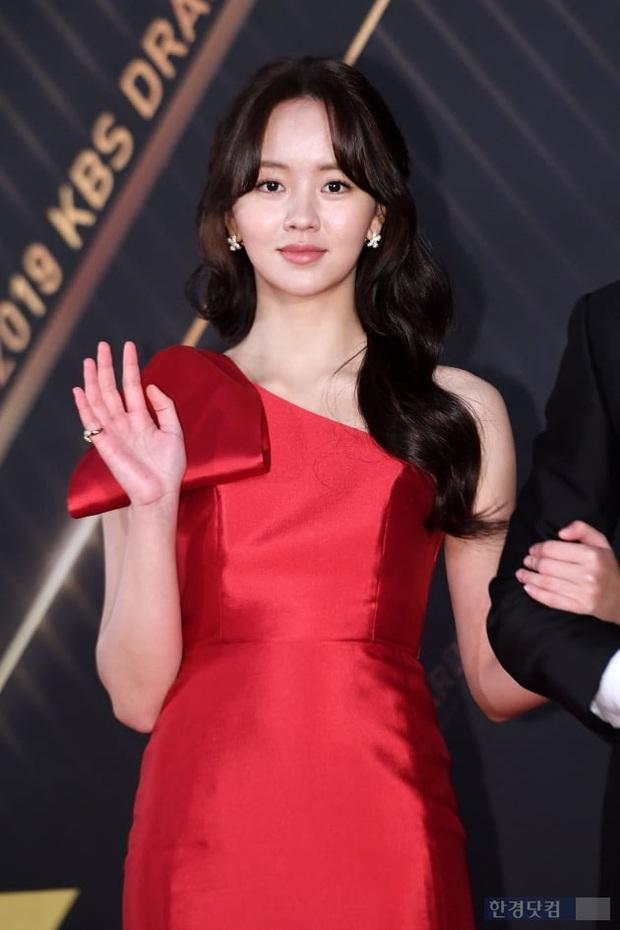 Thảm đỏ KBS Drama Awards 2019: Nana dẫn đầu quân đoàn mỹ nhân sexy bức thở, Kim So Hyun, Siwon và dàn sao đổ bộ - Ảnh 4.