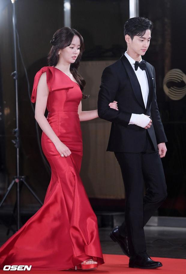 Thảm đỏ KBS Drama Awards 2019: Nana dẫn đầu quân đoàn mỹ nhân sexy bức thở, Kim So Hyun, Siwon và dàn sao đổ bộ - Ảnh 2.