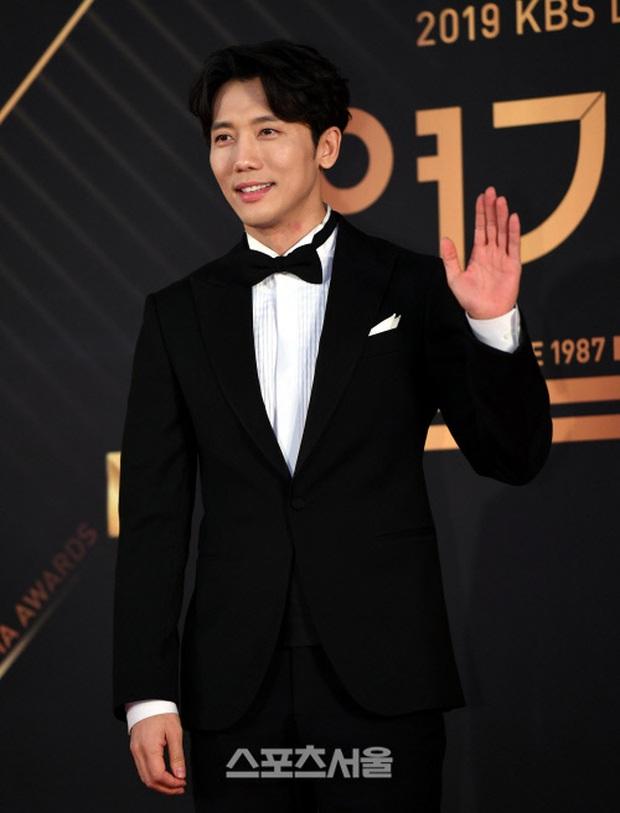 Thảm đỏ KBS Drama Awards 2019: Nana dẫn đầu quân đoàn mỹ nhân sexy bức thở, Kim So Hyun, Siwon và dàn sao đổ bộ - Ảnh 19.