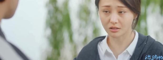6 màn diễn xuất thảm họa của showbiz Hoa Ngữ 2019: Ngô Cẩn Ngôn khóc như đau đẻ, nụ hôn đồ ăn gây sốc vì mất vệ sinh - Ảnh 1.