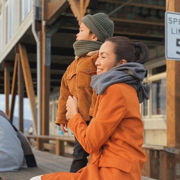 Hà Tăng khoe 2 nhóc tỳ lớn phổng phao ngày cuối cùng năm cũ, nhìn gia đình hạnh phúc mà thấy bình yên - Ảnh 3.