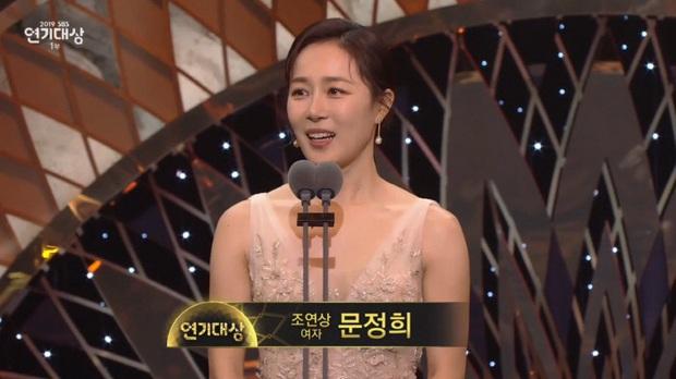 Jang Nara vừa khóc vừa cười ẵm giải bự, phim bạc tỉ Vagabond bất ngờ thua đậm tại SBS Drama Awards 2019 - Ảnh 14.