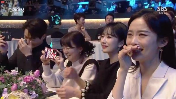 Jang Nara vừa khóc vừa cười ẵm giải bự, phim bạc tỉ Vagabond bất ngờ thua đậm tại SBS Drama Awards 2019 - Ảnh 8.