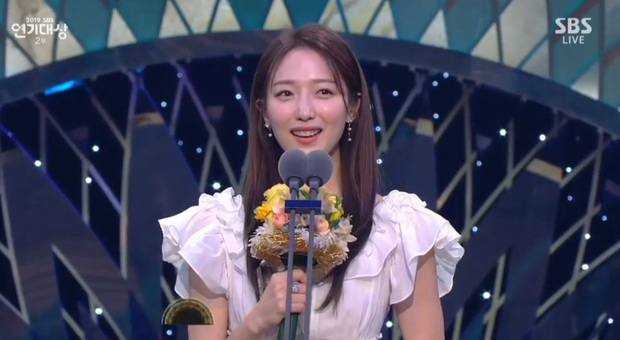 Jang Nara vừa khóc vừa cười ẵm giải bự, phim bạc tỉ Vagabond bất ngờ thua đậm tại SBS Drama Awards 2019 - Ảnh 7.