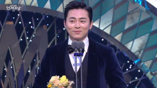Jang Nara vừa khóc vừa cười ẵm giải bự, phim bạc tỉ Vagabond bất ngờ thua đậm tại SBS Drama Awards 2019 - Ảnh 15.