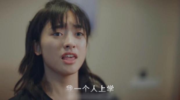 6 màn diễn xuất thảm họa của showbiz Hoa Ngữ 2019: Ngô Cẩn Ngôn khóc như đau đẻ, nụ hôn đồ ăn gây sốc vì mất vệ sinh - Ảnh 4.