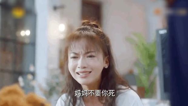 6 màn diễn xuất thảm họa của showbiz Hoa Ngữ 2019: Ngô Cẩn Ngôn khóc như đau đẻ, nụ hôn đồ ăn gây sốc vì mất vệ sinh - Ảnh 10.