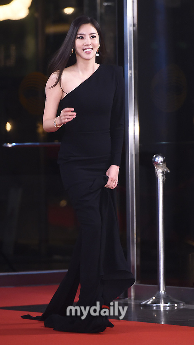 Thảm đỏ KBS Drama Awards 2019: Nana dẫn đầu quân đoàn mỹ nhân sexy bức thở, Kim So Hyun, Siwon và dàn sao đổ bộ - Ảnh 18.