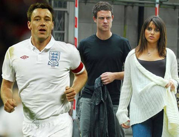 Những bê bối tình ái nhức nhối của làng bóng đá thế giới thập kỷ qua: Cầu thủ đi đêm với cả vợ của bạn thân nhưng ghê nhất là vụ cắm sừng em ruột suốt 8 năm - Ảnh 2.