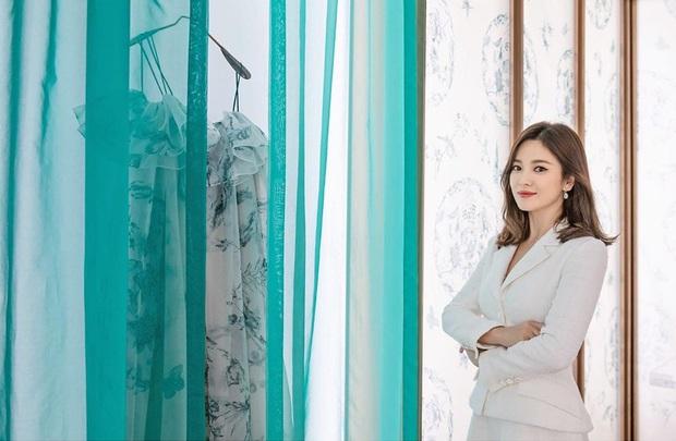Không còn u uất sau biến cố ly hôn Song Joong Ki, Song Hye Kyo chứng minh vẻ đẹp của quý cô độc thân đắt giá nhất Kbiz - Ảnh 4.