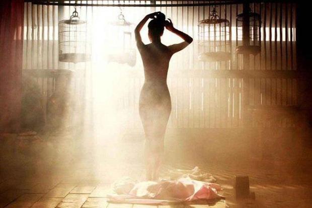 Loạt cảnh nóng chưa từng hết sốc ở phim cổ trang xứ Hàn: Mợ ngố Song Ji Hyo quay cảnh nhạy cảm tận 40 lần? - Ảnh 4.