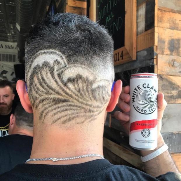 20 kiểu đầu độc dị chứng minh đừng ai dại mà làm phật lòng anh thợ cắt tóc những khi muốn thay đổi diện mạo mới - Ảnh 14.