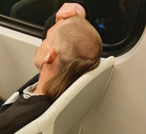 20 kiểu đầu độc dị chứng minh đừng ai dại mà làm phật lòng anh thợ cắt tóc những khi muốn thay đổi diện mạo mới - Ảnh 5.