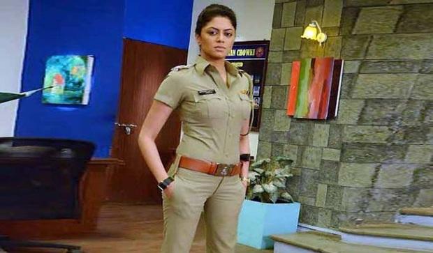 Nữ cảnh sát Ấn Độ xinh đẹp giả vờ kết hôn với tội phạm, rồi tóm hắn ngay tại đám cưới - Ảnh 1.
