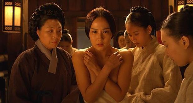 Loạt cảnh nóng chưa từng hết sốc ở phim cổ trang xứ Hàn: Mợ ngố Song Ji Hyo quay cảnh nhạy cảm tận 40 lần? - Ảnh 11.
