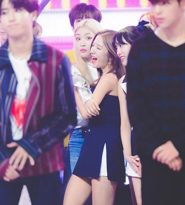 Trợn mắt ngơ ngác nhận giải tại MAMA 2019, Chungha lại khiến khán giả phải gật gù công nhận cô chính là memegirl mới nổi của Kpop - Ảnh 4.