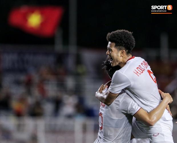 Góc nghiệp quật: Ăn gian nhưng bị Đức Chinh phát hiện, cầu thủ Singapore gián tiếp khiến đội nhà thua đau - Ảnh 2.