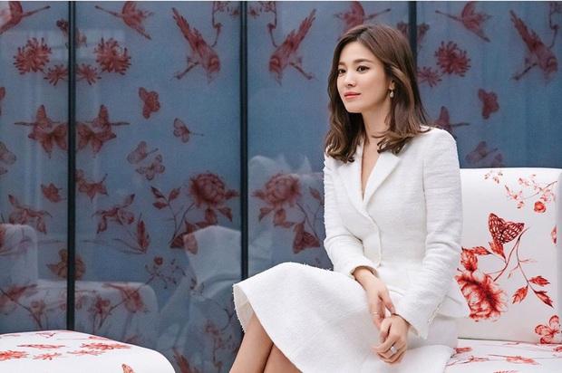 Không còn u uất sau biến cố ly hôn Song Joong Ki, Song Hye Kyo chứng minh vẻ đẹp của quý cô độc thân đắt giá nhất Kbiz - Ảnh 3.