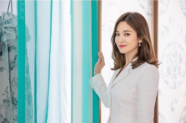Không còn u uất sau biến cố ly hôn Song Joong Ki, Song Hye Kyo chứng minh vẻ đẹp của quý cô độc thân đắt giá nhất Kbiz - Ảnh 2.