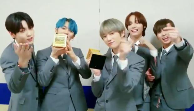 MAMA 2019: BTS tiếp tục ẵm trọn 4 Daesang; giải tân binh không gây tranh cãi; EXO, BLACKPINK, X1 không đi vẫn có cúp mang về - Ảnh 2.
