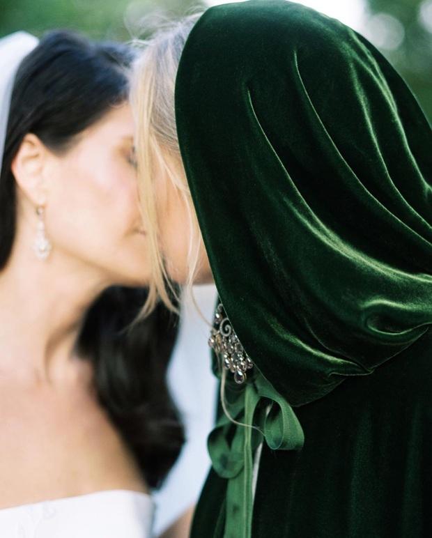 Chuyện tình bách hợp đẹp tựa cổ tích của nữ CDO Ralph Lauren: Gặp gỡ nhau qua một app hẹn hò, kết thúc bằng đám cưới trong một tòa lâu đài - Ảnh 8.