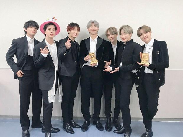 Jin (BTS) nhắc khéo về vấn đề gian lận nhạc số ngay khi phát biểu thắng Daesang Bài hát của năm tại MAMA 2019, được netizen hết lời khen ngợi - Ảnh 1.