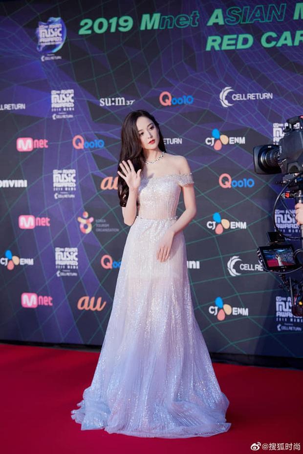 Nữ thần Cbiz hot nhất từ Hàn sang Trung hôm nay: Cổ Lực Na Trát khoe body nóng bỏng ở MAMA, ảnh hậu trường gây choáng - Ảnh 3.