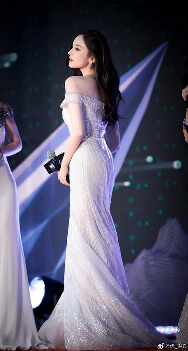 Nữ thần Cbiz hot nhất từ Hàn sang Trung hôm nay: Cổ Lực Na Trát khoe body nóng bỏng ở MAMA, ảnh hậu trường gây choáng - Ảnh 11.
