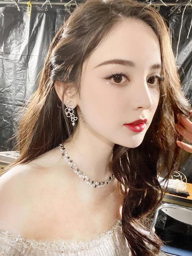 Nữ thần Cbiz hot nhất từ Hàn sang Trung hôm nay: Cổ Lực Na Trát khoe body nóng bỏng ở MAMA, ảnh hậu trường gây choáng - Ảnh 14.