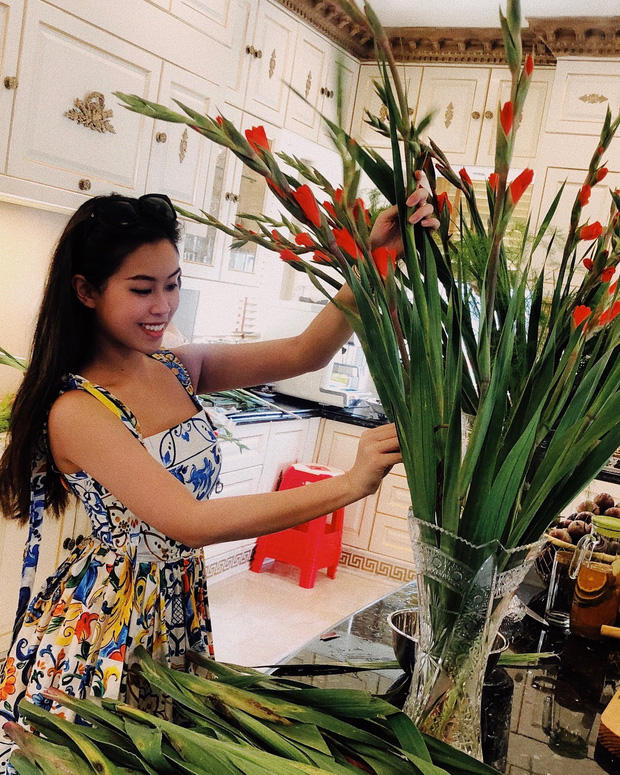 Đọ nữ công gia chánh của hội tiểu thư: Rành từ cắm hoa đến nấu ăn, bất ngờ nhất là Tiên Nguyễn biết gói bánh tét - Ảnh 3.