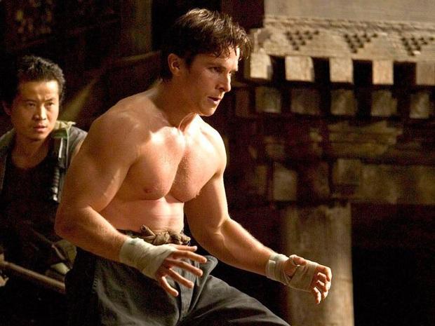 Soi vòng một lực lưỡng của 10 soái ca Hollywood: Sốc trước thời còn son của ông chú bụng bia Leonardo DiCaprio - Ảnh 24.