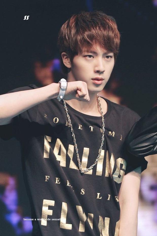 """Hành trình lột xác của Jin (BTS): Ngày nào bị chê là """"bình hoa di động"""", sau 6 năm hát, nhảy toàn tài nhờ nỗ lực không ngừng - Ảnh 2."""