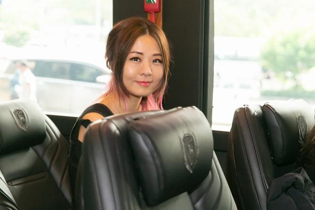 Diva Hongkong Fiona Fung tươi rói, YOUNG JAE thoáng mệt mỏi, cùng dàn nghệ sĩ châu Á đổ bộ sân bay Tân Sơn Nhất - Ảnh 2.