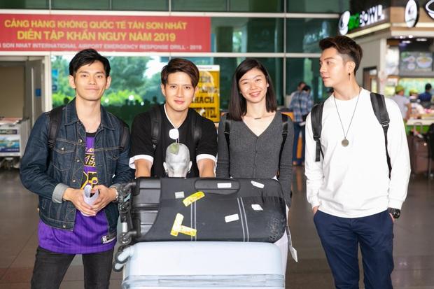 Diva Hongkong Fiona Fung tươi rói, YOUNG JAE thoáng mệt mỏi, cùng dàn nghệ sĩ châu Á đổ bộ sân bay Tân Sơn Nhất - Ảnh 9.