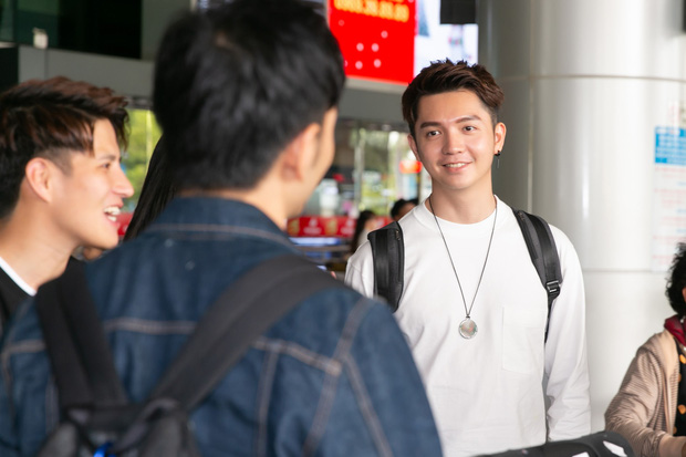 Diva Hongkong Fiona Fung tươi rói, YOUNG JAE thoáng mệt mỏi, cùng dàn nghệ sĩ châu Á đổ bộ sân bay Tân Sơn Nhất - Ảnh 8.