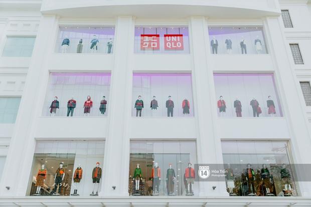 HOT HIT: Những hình ảnh rõ nét xịn sò đầu tiên bên trong store UNIQLO Việt Nam trước ngày khai trương - Ảnh 2.