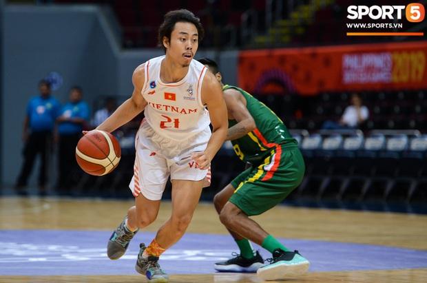 Fan nữ có tâm nhất quả đất của đội tuyển bóng rổ Việt Nam: Bay một mình hơn nghìn cây số chỉ để khuyên cầu thủ... cắt tóc cạo râu - Ảnh 10.
