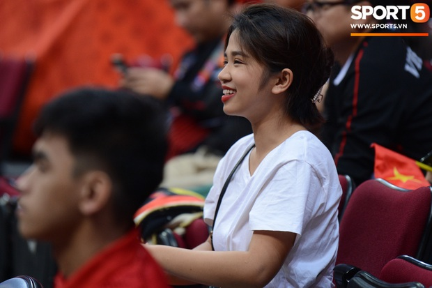 Fan nữ có tâm nhất quả đất của đội tuyển bóng rổ Việt Nam: Bay một mình hơn nghìn cây số chỉ để khuyên cầu thủ... cắt tóc cạo râu - Ảnh 2.